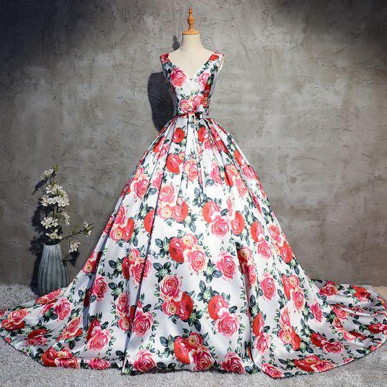 Étourdissant Blanche Fleur Robe De Bal 2017 Robe Boule V-Cou Sans Manches Impression Satin Noeud Ceinture Chapel Train Dos Nu Robe De Ceremonie
