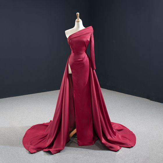 Sencillos Borgoña Satén Alfombra roja Vestidos de noche 2020 A-Line / Princess Un Hombro Manga Larga Delante De Split Colas De La Corte Sin Espalda Vestidos Formales