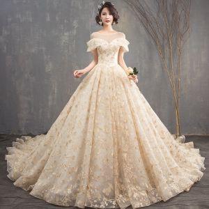 Snygga / Fina Champagne Genomskinliga Bröllopsklänningar 2018 Prinsessa Urringning Korta ärm Halterneck Appliqués Spets Glittriga / Glitter Paljetter Cathedral Train Ruffle