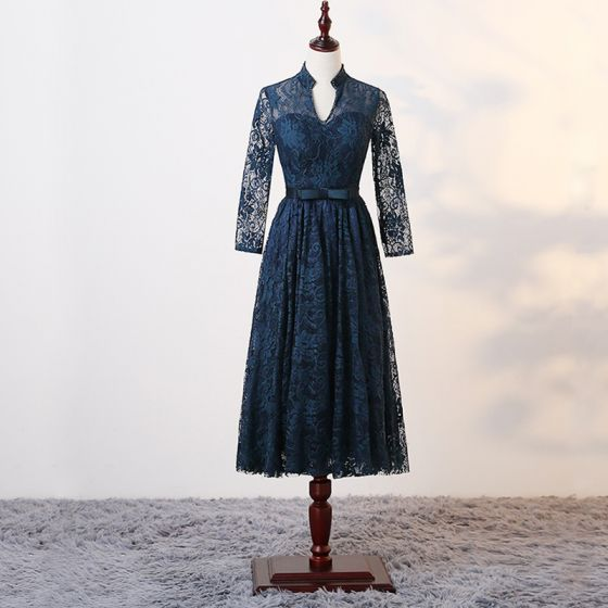 Chic / Beautiful Ink Blue Mother Of The Bride Dresses 2017 A-Line / Princess Crystal V-Neck Long Sleeve Bow Sash Knee-Length Ruffle Pierced Wedding Party Dresses